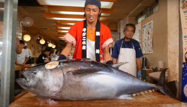 【Travel Thirsty】年収や事務所・何者の運営かを調査!登録者数は何人?日本人も気になる日本食動画や屋台紹介も必見